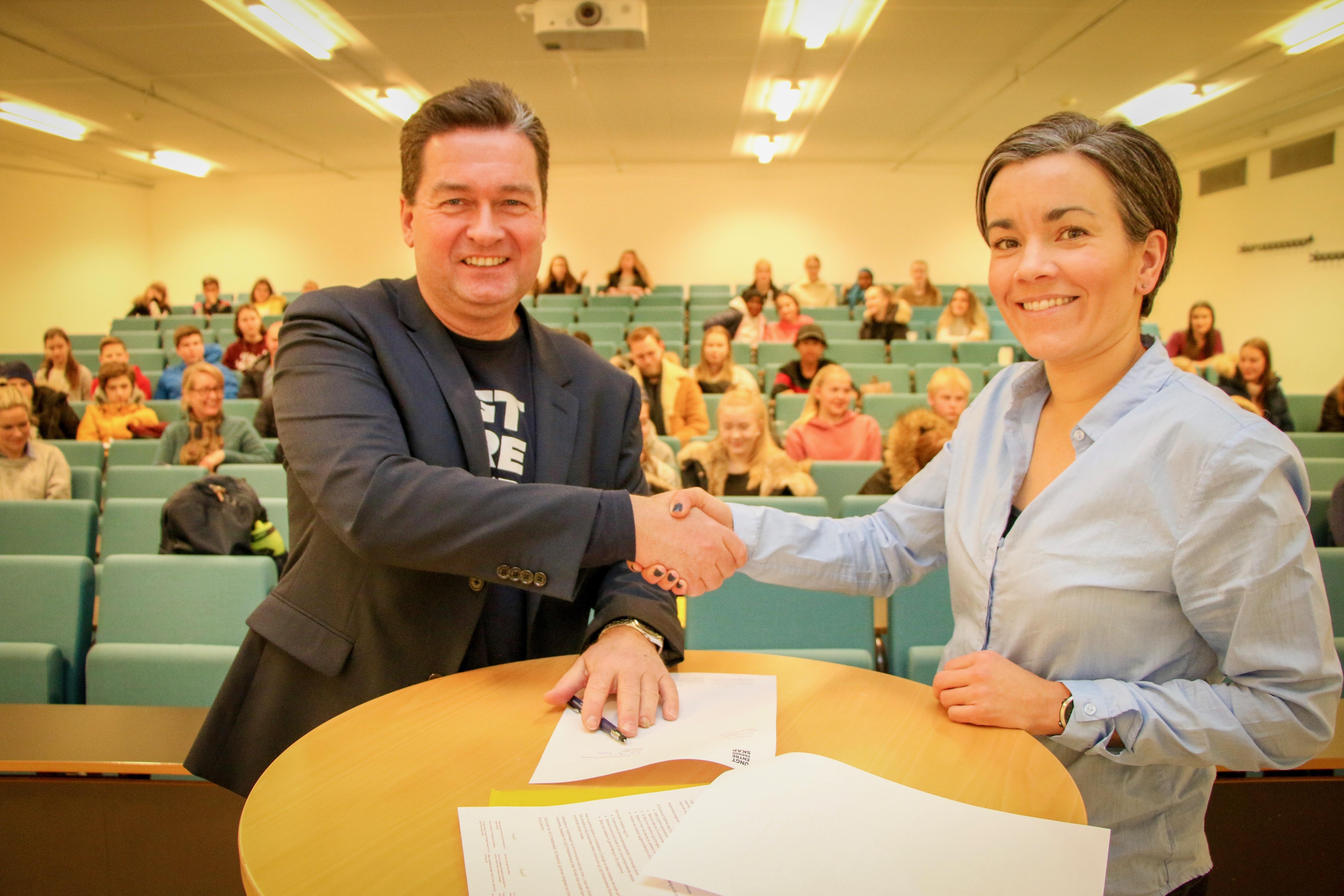 Signerte Avtale Med Ungt Entreprenorskap Lier Kommune